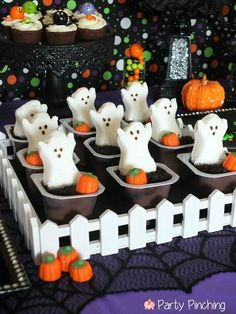 Party Planning - Party Ideas - Cute Food - Holiday Ideas -Tablescapes - Special Occasions And Events - Party Pinching - Halloween Frightfully Cute Halloween Peeps, Scary Halloween Food, Hallowen Food, Halloween Graveyard, Halloween Games For Kids, Halloween Goodies, Kids Party Games, Halloween Food For Party, Halloween Birthday