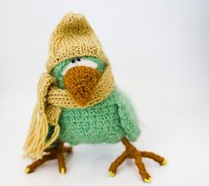 "Green crow bird crochet This one is so special. After the holidays I might try to make one. I love his ""toe nails"". Crochet Birds, Knit Or Crochet, Bead Crochet, Crochet Amigurumi, Amigurumi Doll, Crochet Dolls, Loom Patterns, Crochet Patterns, Knitting Projects"