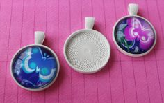 10 WHITE Round Bezels Pendant Cups Trays Metal 25mm  1 inch Settings by theglassconnection on Etsy