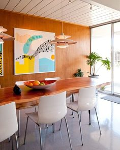 You may have noticed the trend toward oversized artwork and photography. It may not be for everyone, but I think it's fabulous to be big and bold in your design choices. One huge piece will definitely take care of a single wall or may be enough for the whole space. The look can work in any space, but today I have 20 examples of dining rooms with oversized art for your inspiration board.