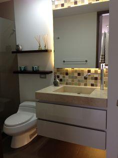 Design by: Elizabeth Arévalo Diseño & Decoración. #baños #bathroom #diseñopropio #decoración #elizabetharevalo #mitrabajo #design #interiordesign #interior_design #homedecor Bath Design, Interiores Design, Ideas Para, Bathroom Lighting, Vanity, Mirror, Social, Furniture, Home Decor