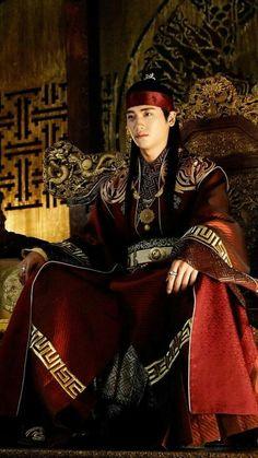 "Park Hyung Sik 박형식 ""Hwarang: The Poet Warrior Youth"" 樸炯錫 Park Hyung Sik Hwarang, Park Hyung Shik, Go Ara, Asian Actors, Korean Actors, Hwarang Taehyung, My Shy Boss, Park Seo Joon, Korean Traditional Dress"