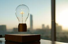 flyte lampe lévitation lampe qui vole par simon Morris décoration d'intérieur luminaire ampoule suspendue