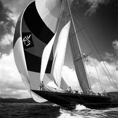 Today, we would like to introduce you to the renowned American photographer Michael Kahn. His fine black and white sailing photographs reflect Kahn's passio