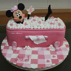 Minnie  - http://comacucarbolosdecorados.blogspot.pt/search/label/Minnie  -----------https://www.facebook.com/comacucarbolosdecorados