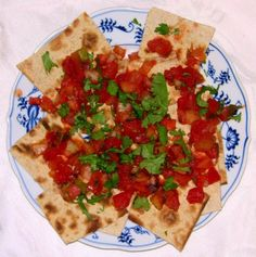 http://www.lanimuelrath.com/diet-nutrition/how-to-think-outside-the-salad-bowl-still-get-your-raw-veggies-in/#    lavash_salsa_copy_500