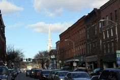 """#Boston Globe captures essence of our unique #Vermont Downtown: """"Brattleboro's mix of boutiques, coffee shops, outdoor equipment stores, pubs, and restaurants, much of it to be sampled on Main Street, reflects the lasting artistic influx of decades ago and the continuing influence of colleges in the area.""""   #visit #vt @Vermont Tourism"""