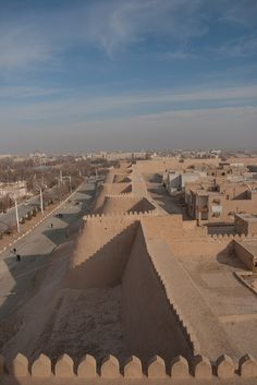 #Khiva_Wall, the former capital of #Khwarezmia and #Khanate of #Khiva. #Itchan_Kala in #Khiva was the first site in #Uzbekistan to be inscribed in the #World_Heritage List (1991)  http://en.directrooms.com/hotels/district/1-122-7805-34981/