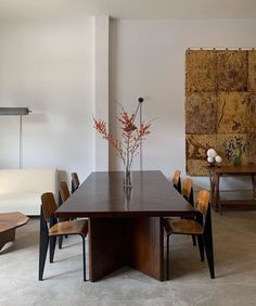 This is implied light because you cannot see where the room is getting its light. Heading Design, Banquette Seating, Contemporary Home Decor, Home Fashion, Apartment Living, Dining Table, Dining Rooms, Living Spaces, Room Decor