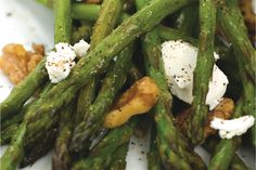 Asparagus with Goat Cheese : Winner for easiest side dish! Sauté asparagus in butter and crumble Stella® brand Goat Cheese on top. Sometimes the simplest recipes are the tastiest! Saute Asparagus, Fresh Asparagus, Party Side Dishes, Side Dishes Easy, Brie Cheese Recipes, Baked Brie, Main Meals, The Fresh, Summer Recipes