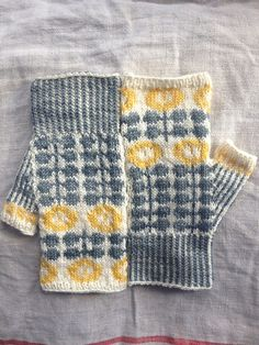 alabamawhirlys Bunty Mitts, stranded colorwork mitts knitted in a grellow color combination of Skein Queen Squash. Fingerless mitt pattern: Bunty Mitts by Ella Austin. Knitting Blogs, Knitting Charts, Knitting Projects, Knitting Patterns, Knitting Tutorials, Hat Patterns, Free Knitting, Stitch Patterns, Knitting