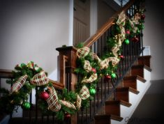 decorating+stair+railing+for+christmas | This is my front entry sofa table all decorated!
