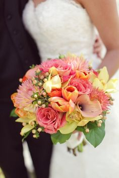 Love the colors in this wedding bouquet.