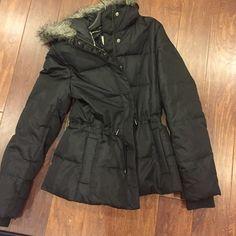 Banana republic Puffer warm coat Puffer down coat, barely worn. Great condition ! Hits below hips Banana Republic Jackets & Coats Puffers