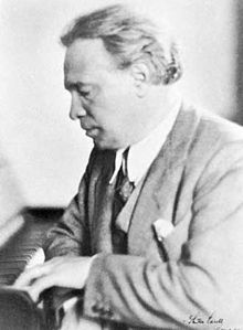 Ottorino Respighi was born in Bologna, Italy. He was taught piano and violin by his father, who was a local piano teacher. John Masefield, Claudio Monteverdi, Richard Strauss, Classical Music Composers, Metropolitan Opera, Recorder Music, Internet Radio, Motivational Words, Yesterday And Today