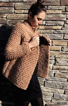 New knitting patterns chunky yarn ravelry Ideas Crochet Coat, Knitted Coat, Crochet Clothes, Diy Clothes, Girls Sweaters, Sweaters For Women, Knit Cardigan Pattern, Chunky Knitting Patterns, Crochet Slippers