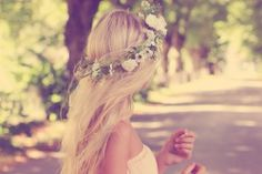 So pretty...I'm sure I can make this flower crown...&& get everything I need from dollar tree