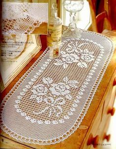 Ideas for crochet patrones tapetes Filet Crochet, Crochet Motifs, Crochet Chart, Thread Crochet, Knit Crochet, Irish Crochet, Crochet Table Runner Pattern, Crochet Tablecloth, Doily Patterns