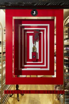 Dior fragrance fragrance and visual merchandising on for Pop window design