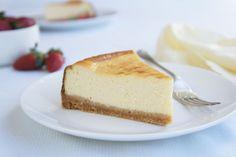 A delicious basic cheesecake. Basic Cheesecake, Baked Cheesecake Recipe, No Bake Cheesecake, Dessert Bars, Dessert Recipes, Dessert Food, Gf Recipes, Sweet Recipes, Chicken Recipes