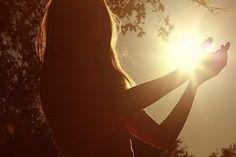 A sabedoria é o melhor guia e a fé, a melhor companheira. Deve-se pois, fugir das trevas da ignorância e do sofrimento, deve-se procurar a luz da Iluminação.