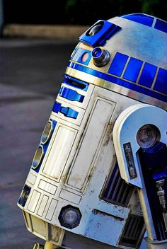 11 Star Wars Droid Pictures to Nerd Out On Star Wars Film, Star Wars Droides, Nave Star Wars, Darth Maul, Tableau Star Wars, Non Plus Ultra, Star War 3, Death Star, A New Hope
