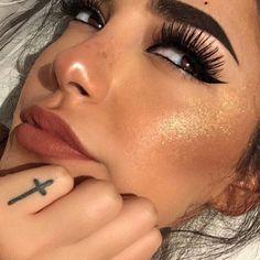 grafika brown eyes, fleek, and baddies