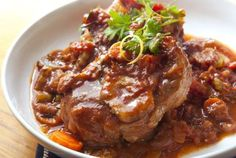 Osso Bucco is an Italian comfort food that is traditionally prepared with veal shanks, but also works well with beef shanks. Check out this delicious recipe! Osso Bucco Beef, Osso Bucco Porc, Osso Bucco Slow Cooker, Italian Dinner Recipes, Italian Dishes, Italian Cooking, Italian Foods, Veal Recipes, Cooking Recipes