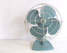 Mid Century Electric Fan General Electric dreamt by NifticVintage Vintage Fans, Retro Vintage, Vintage Items, Electric Fan, General Electric, Aqua Kitchen, Old Fan, Rustic Industrial, Dream Decor