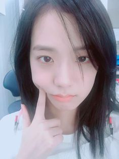 What happens when Jennie wakes up 10 years later realizing she has a family with Kim Jisoo? Blackpink Jisoo, Kim Jennie, Yg Entertainment, South Korean Girls, Korean Girl Groups, Black Pink ジス, Blackpink Members, Puppy Dog Eyes, Bare Face