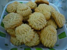 Piped plain Italian biscuits