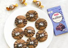 These little delights are the perfect treat for your Halloween party and can be made with any Alter Eco truffle flavor! If you're feeling creative, sub in your favorite cookie recipe (you really can't go wrong with cookies and truffles). Inspired by aspicyperspective.com