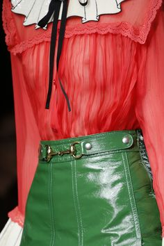 Gucci Spring 2016 Ready-to-Wear Fashion Show - Gucci Spring - Ideas of Gucci Spring. - Gucci Spring 2016 Ready-to-Wear Fashion Show Details Fashion Themes, Fashion Details, Love Fashion, Spring Fashion, Fashion Show, Womens Fashion, Dali, Gucci Spring, Italian Fashion Designers