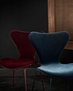 Series 7™️ Chair Special Edition - lala Berlin & Fritz Hansen | This fashion/furniture collaboration has produced a front upholstered Series 7™️ in Lala Barberry (burgundy red) and a fully upholstered version including the Dot™️ stool in Lala Caspian (midnight blue). Utilising dark and evoking colours with lush velvet material lala Berlin has completely transformed its simple elegant form into a current day must have.