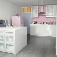 Google Bilder-resultat for http://g-cdn.apartmenttherapy.com/1359754/smeg-living_rect540.jpg
