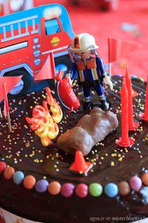Agencer et Mijoter: DIY Anniversaire pompier 4 ans Fireman Party, Firefighter Birthday, Happy Birthday, Birthday Parties, Birthday Cake, Peppa Pig, Birthday Candles, Food And Drink, Kids