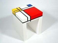 Mondrian© Saddle Table – Verre et de vitrailes Piet Mondrian, Mondrian Kunst, Ikea Ps, Bauhaus, Painted Furniture, Furniture Design, Cardboard Sculpture, Colour Schemes, Geometric Shapes