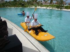 Secrets Maroma Beach Riviera Cancun: Poolside service