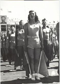 Студенты института физкультуры на стадионе «Динамо», 1930-е