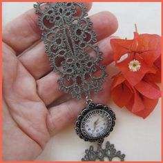 Tatting by Murphy's Designs.  This isn't real tatting.  It's done by machine but this inspires me to do some real tatting...
