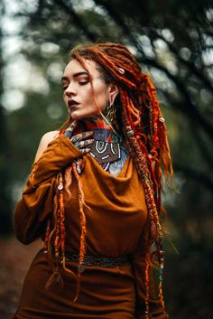 Fantasy Hair, Fantasy Makeup, Boho Chic, Beautiful Dreadlocks, Cute Friend Pictures, Native American Girls, Dreads Girl, High Fashion Makeup, Dread Hairstyles