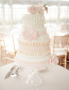 #Ruffled #wedding #cake