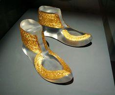 Parte de la decoración con placas de oro del calzado del jefe Hochdorf, encontrado en su tumba, en el área de Heuneburg. 530 a.C.