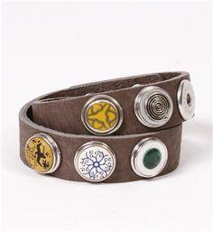 Noosa Amsterdam leren dubbele armband, bracelet double skinny. Op een armband kunnen 6 chunks worden bevestigd naar eigen creativiteit. Deze armband is van natuurlijk gelooid leer van een superieure kwaliteit  - Grey - NummerZestien.eu