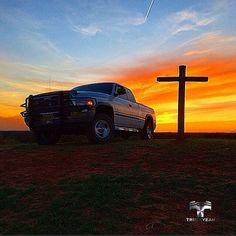 ⭐ Blessed! ⭐  Ram 1500 Laramie 5.9l.  Bruta do nosso amigo Trucker Hank Horton @hank_horton.  Very nice shot! We love it! Truckyeah!✌  Thank you so much Hank! God bless you man!  #truckyeahtruckers #truckyeah #ram1500 #laramie #hemi #ramnation #ramtrucks #diesel #dieseltrucks #truckers #picape #caminhonete #offroad #4x4 #foradeestrada #estradadeterra #sertanejo #country #countryrock #bruta #brutaiada #bruto #trucklife #thetimmcgraw #truckclub #camioneta #truckboy #abençoado #oklahoma…