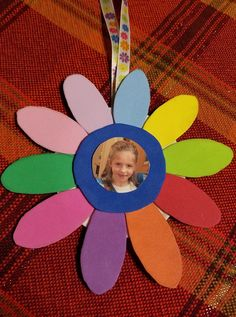 A hand made Daisy ornament is a perfect gift! Girl Scout Swap, Girl Scout Leader, Girl Scout Troop, Girl Scout Daisy Petals, Daisy Girl Scouts, Girl Scout Daisy Activities, Girl Scout Crafts, Friend Crafts, Girl Scout Cookies