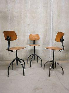 Stoere industriële atelierstoelen krukken barkruk Atomic Industrial design stool