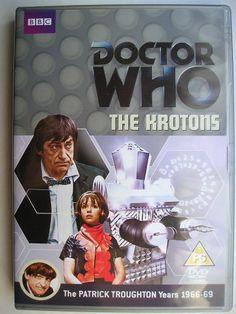 """""""The Krotons"""" è un'avventura della sesta stagione della serie classica di """"Doctor Who"""" trasmessa tra la fine del 1968 e l'inizio del 1969 con il Secondo Dottore, Jamie e Zoe. Segue """"The Invasion"""" ed è composta da quattro parti, scritta da Robert Holmes e diretta da David Maloney. Immagine dall'edizione britannica del DVD. Clicca per leggere una recensione di quest'avventura!"""
