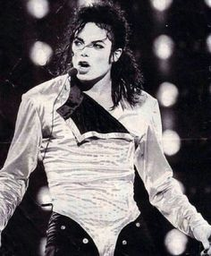 Michael Jackson - Cuteness in black and white ღ Mike Jackson, Michael Jackson 1991, Michael Jackson Photoshoot, Mj Dangerous, You Give Me Butterflies, Gary Indiana, Gold Outfit, King Of Music, We Are The World