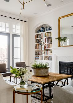 Custom built-ins filled with books. Love the arched detail. Mosaico Lane - Lauren Haskett Fine Design